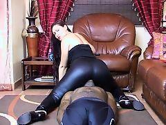 Leggings Face Sitting