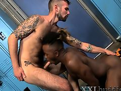 Gay guy sucking on bbc